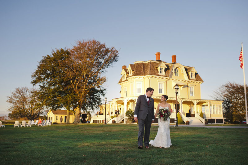 A newly married couple walk the together in front of the Eisenhower House. Oeil Photography